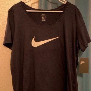 Nike T-shirt women's plus.